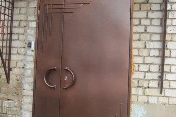 Дверь металлическая уличная