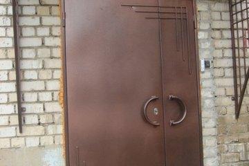 Двери и навесы из металла