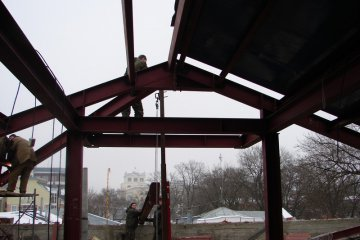 Монтаж металлоконструкций крыши