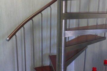 Лестница из нержавейки винтовая