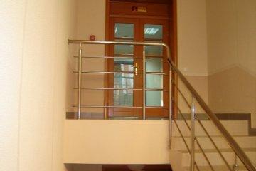 Ограждения металлические для лестниц