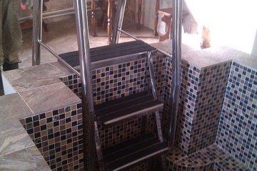 Монтаж нержавеющей лестницы