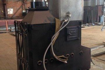 Металлическая печь с дымоходом