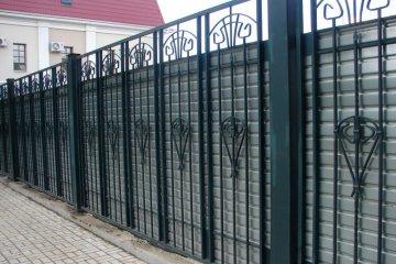 Заборы металлические из профнастила
